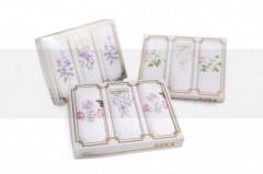 Hímzett női zsebkendő szett dobozban Női kiegészítők
