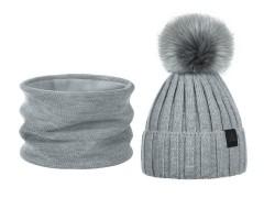 Női téli sapka és sál készlet bojttal - Szürke Női kalap, sapka